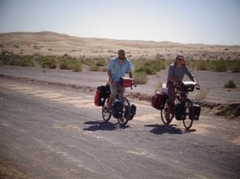 Les touristes dans le désert