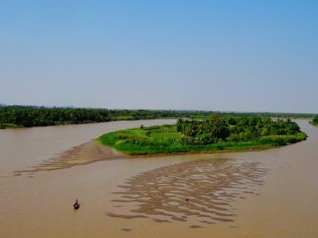 Myanmar - Traversée de fleuve.