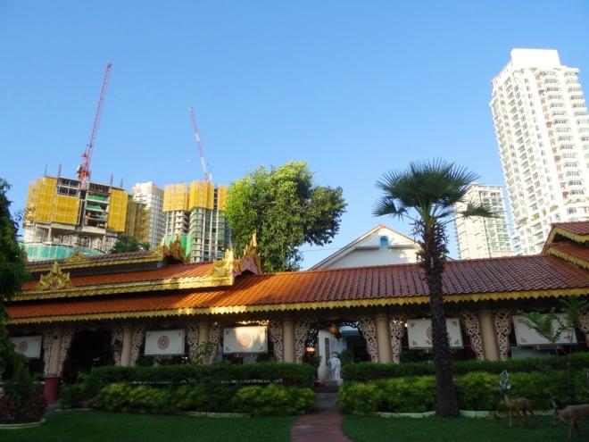 Mon temple pour la nuit, au milieu des hôtels