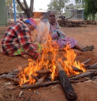 Australie - En violet, la maman de notre hôte, et femme du chef, veille au grain.