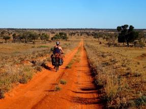Australie :- À quelques kilomètres seulement de la plus grande rivière du continent...