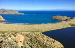 Nouvelle-Zélande - Plus beau spot de camping du pays, avec Ludo qui pousse sur la remontée après avoir détruit son dérailleur.