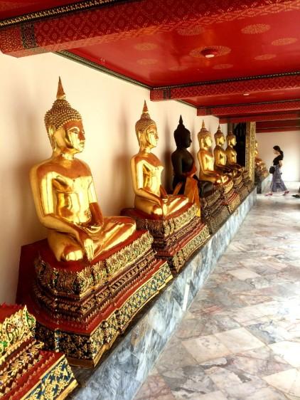 Thaïlande - Allée de Bouddahs